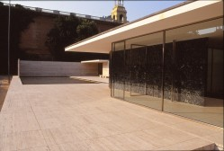 Barcelona Pavilion, Spain - Mies van de Rohe 04_Stephen Varady photo ©