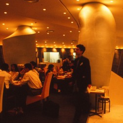 La Flamme d'Or, Tokyo - Philippe Starck 19_Stephen Varady Photo ©