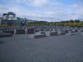Holocaust Memorial by Peter Eisenman 02_Stephen Varady Photo