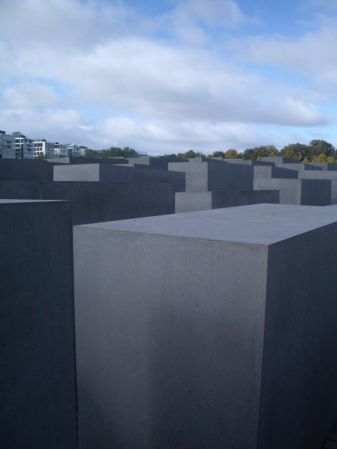 Holocaust Memorial by Peter Eisenman 04_Stephen Varady Photo