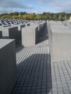 Holocaust Memorial by Peter Eisenman 06_Stephen Varady Photo