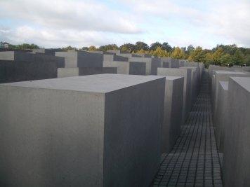 Holocaust Memorial by Peter Eisenman 08_Stephen Varady Photo