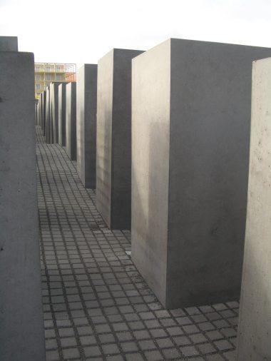Holocaust Memorial by Peter Eisenman 10_Stephen Varady Photo