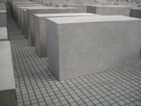 Holocaust Memorial by Peter Eisenman 14_Stephen Varady Photo