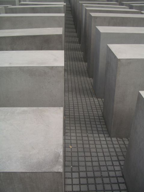 Holocaust Memorial by Peter Eisenman 15_Stephen Varady Photo