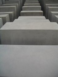 Holocaust Memorial by Peter Eisenman 17_Stephen Varady Photo