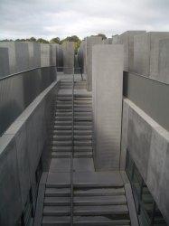 Holocaust Memorial by Peter Eisenman 18_Stephen Varady Photo
