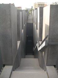 Holocaust Memorial by Peter Eisenman 19_Stephen Varady Photo