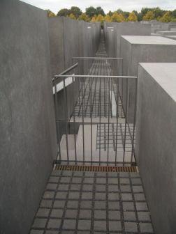 Holocaust Memorial by Peter Eisenman 21_Stephen Varady Photo