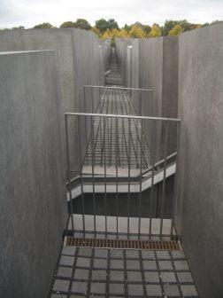 Holocaust Memorial by Peter Eisenman 22_Stephen Varady Photo