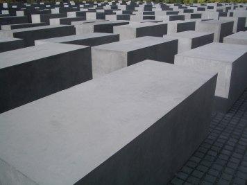 Holocaust Memorial by Peter Eisenman 23_Stephen Varady Photo