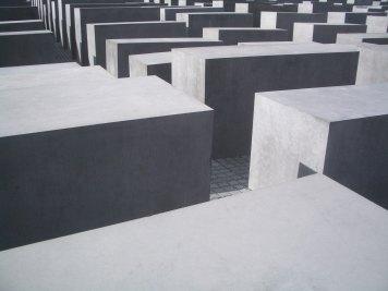 Holocaust Memorial by Peter Eisenman 24_Stephen Varady Photo