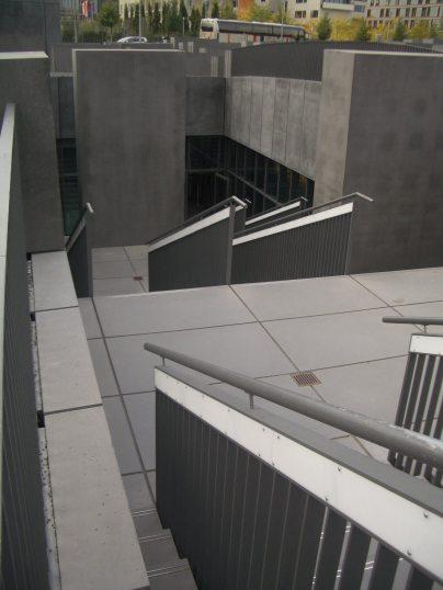 Holocaust Memorial by Peter Eisenman 25_Stephen Varady Photo