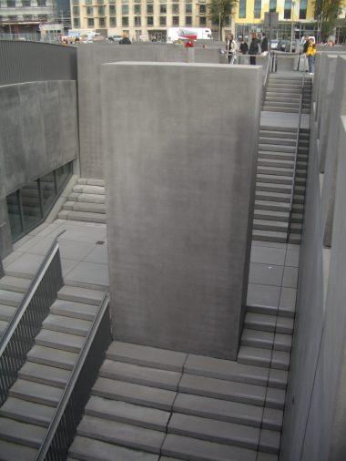 Holocaust Memorial by Peter Eisenman 27_Stephen Varady Photo