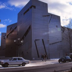 Jewish Museum, Berlin - Daniel Libeskind 1.03_Stephen Varady Photo