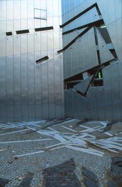 Jewish Museum, Berlin - Daniel Libeskind 2.02_Stephen Varady Photo