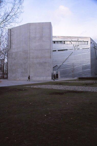 Jewish Museum, Berlin - Daniel Libeskind 3.01_Stephen Varady Photo