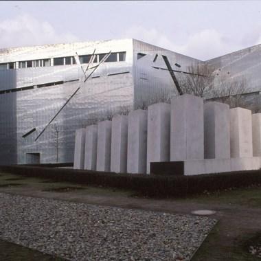 Jewish Museum, Berlin - Daniel Libeskind 3.02_Stephen Varady Photo