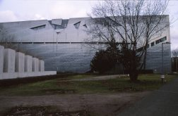 Jewish Museum, Berlin - Daniel Libeskind 3.03_Stephen Varady Photo