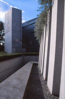Jewish Museum, Berlin - Daniel Libeskind 3.10_Stephen Varady Photo