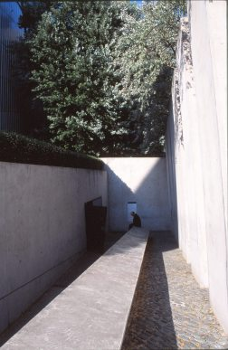 Jewish Museum, Berlin - Daniel Libeskind 3.13_Stephen Varady Photo