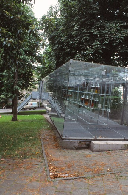 Groningen Glass Video Gallery by Bernard Tschumi 04_Stephen Varady Photo ©