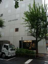 Louis Vuitton, Ginza Namiki by Jun Aoki 02_Stephen Varady photo ©