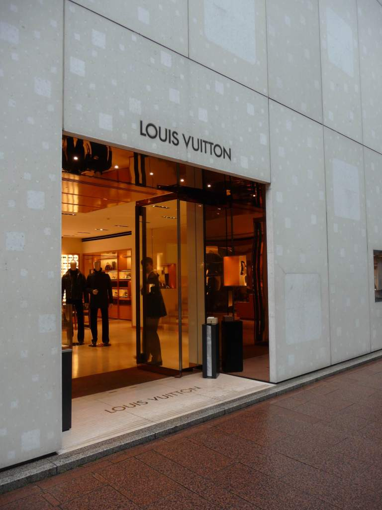 Louis Vuitton, Ginza Namiki by Jun Aoki 03_Stephen Varady photo ©