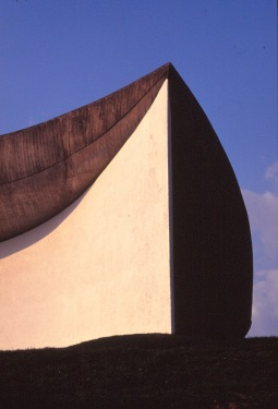 ronchamp-chapel-by-le-corbusier-29_stephen-varady-photo