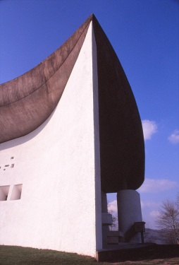 ronchamp-chapel-by-le-corbusier-30_stephen-varady-photo