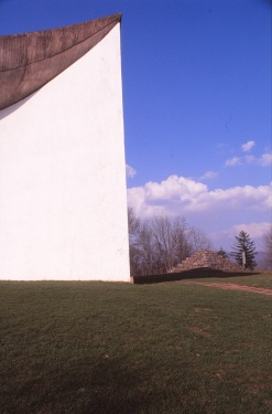 ronchamp-chapel-by-le-corbusier-31_stephen-varady-photo