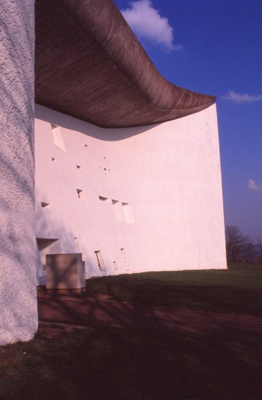 ronchamp-chapel-by-le-corbusier-36_stephen-varady-photo