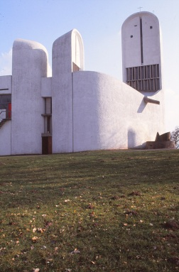 ronchamp-chapel-by-le-corbusier-48_stephen-varady-photo
