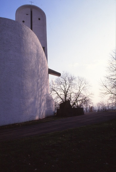 ronchamp-chapel-by-le-corbusier-69_stephen-varady-photo