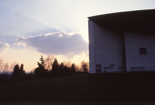 ronchamp-chapel-by-le-corbusier-93_stephen-varady-photo