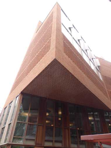 LSE Student Centre by O'Donnell Tuomey 04_Stephen Varady Photo ©