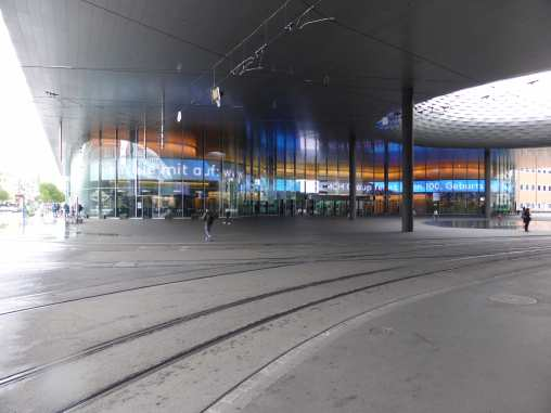 Messe Basel New Hall by Herzog de Meuron 10_Stephen Varady photo ©